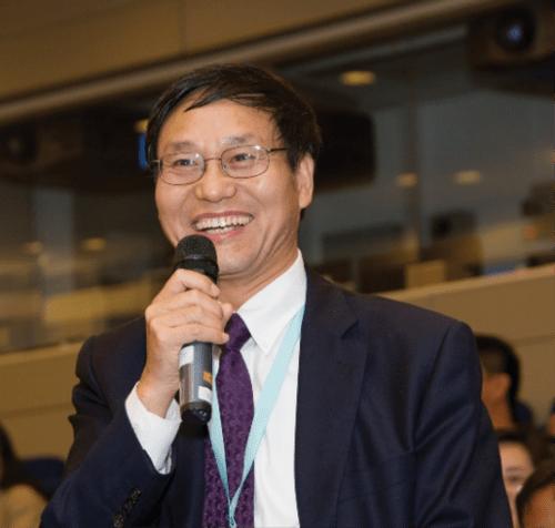 Dr. Zhang makes a presentation
